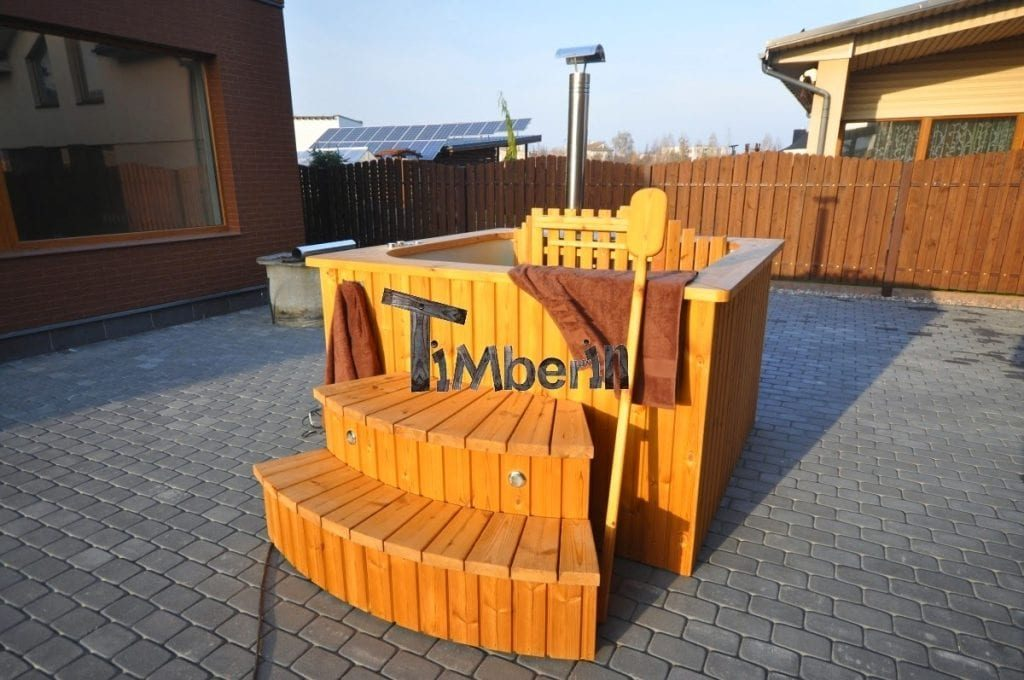 how does wooden hot tub work