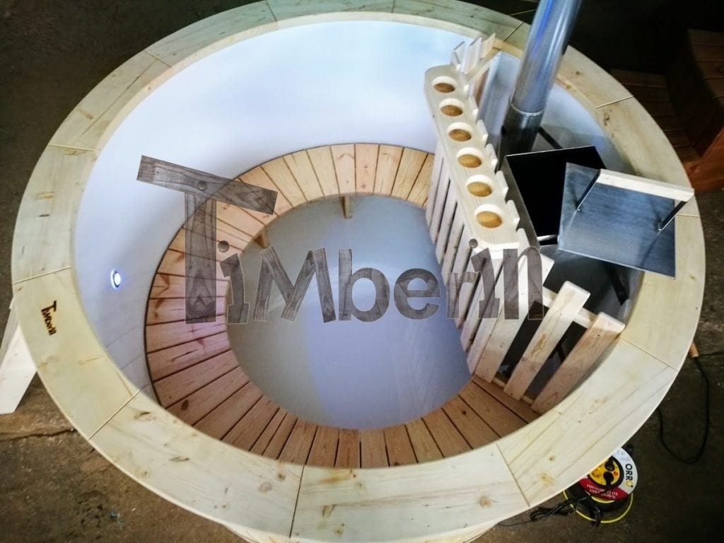 Outdoor hot tubs with polypropylene liner
